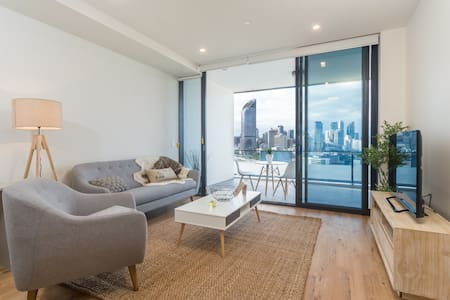 Southbank 1 br Penthouse with City and Water Views - 사우스 브리즈번(South Brisbane) - 아파트