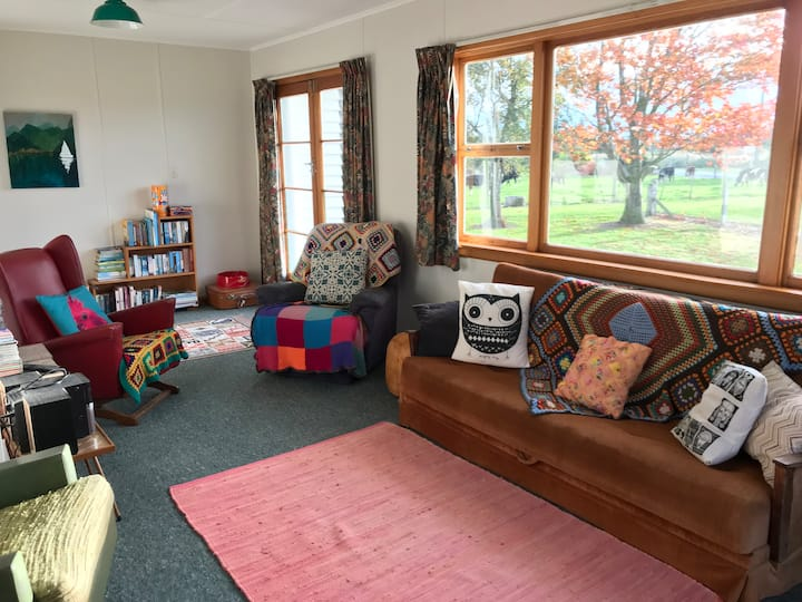 Cozy and comfy Kiwi farmstay cottage