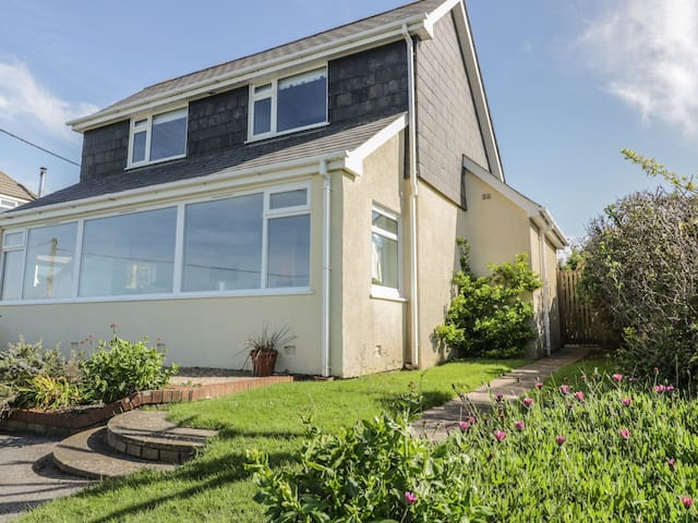 CRANTOCK BAY HOUSE, pet friendly in Crantock, Ref 983158