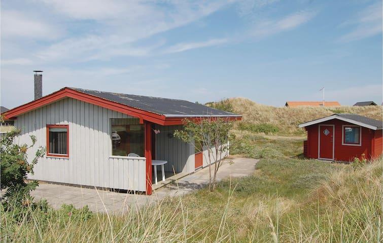 Holiday cottage with 3 bedrooms on 54m² in Hvide Sande