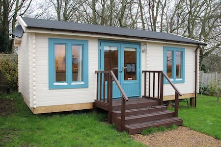 Bree`s Cabin, in Wells Next The Sea - Wells-next-the-Sea
