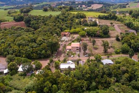 Pousada Casa Verê proxima ao Resort Águas do Verê.