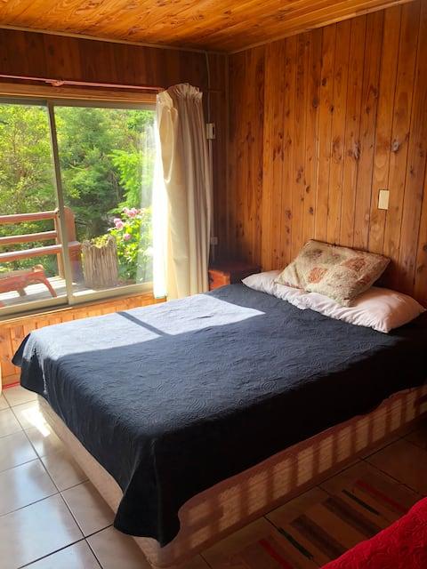 Licanray habitación matrimonial baño privado 1