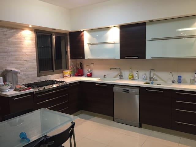 Kosher modern 3BR apartment in New Givat Shmuel
