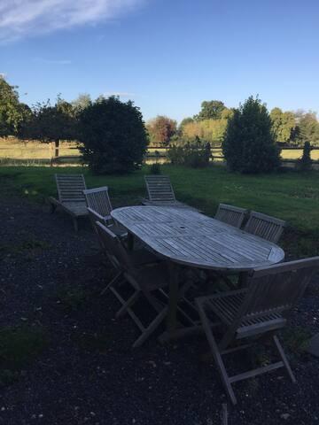 Table côté arrière jardin