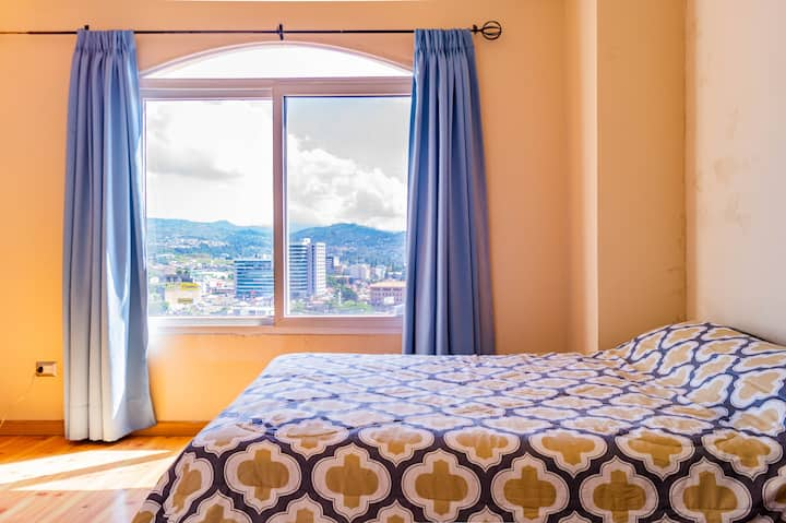 2 bdrm- Incredible View-Fully equipped A24