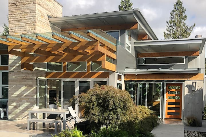 Architecturally designed house in Eagle Harbour