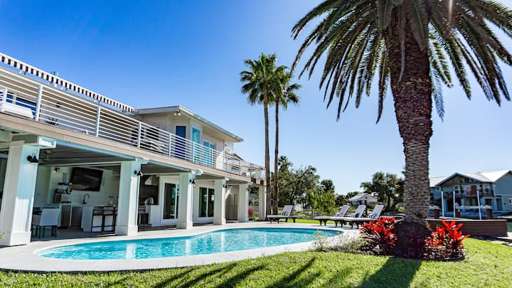 Waterfront Luxury Rental with Pool  | Key Allegro