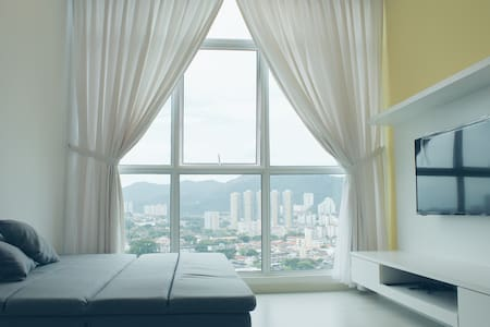 Cozy & bright 2br suite in Town - George Town