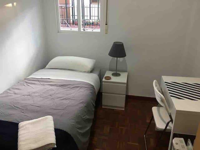Habitación cómoda muy cerca de Atocha y Retiro