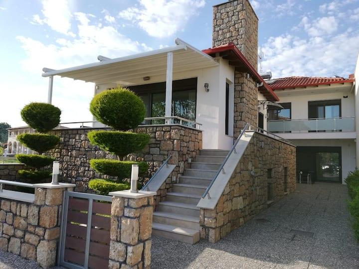 Villa Stratos A!