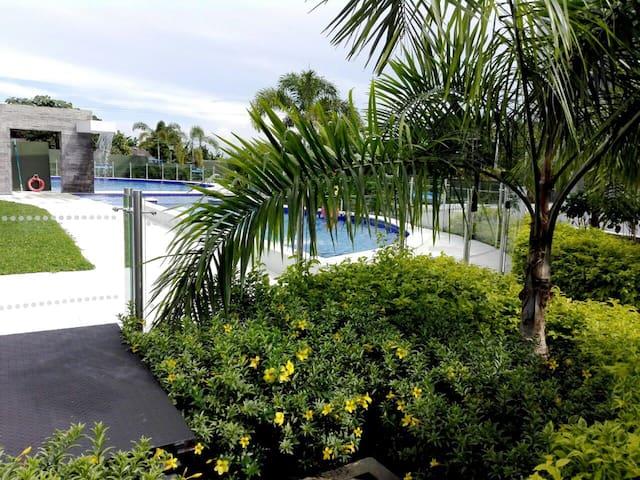 Apto nuevo con piscina y desayuno en Acacías