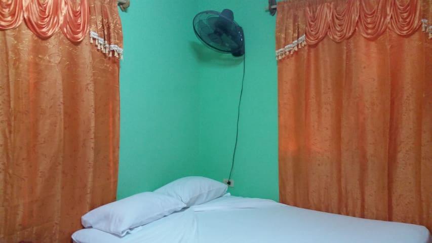 ventilador en la habitacion ademas del aire acondicionado
