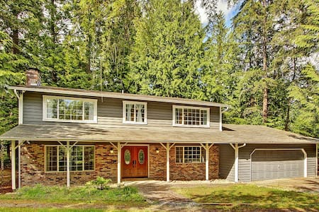 Remodeled 4BR Woodinville House - Woodinville