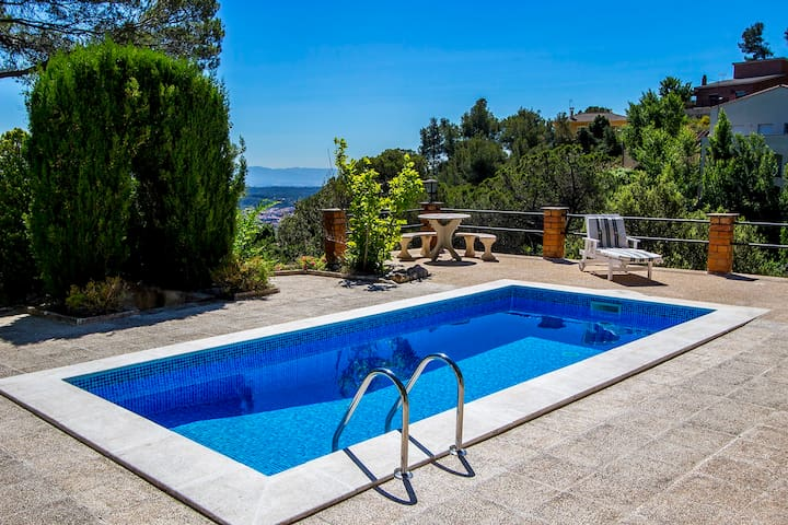 Villa Drac for 10, outside Bcn - Castellar del Vallès - Ev