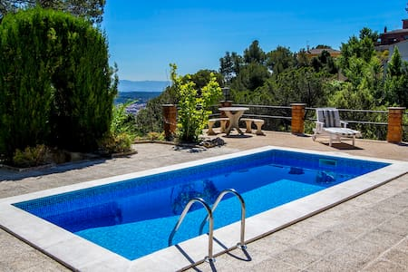 Villa Drac for 10, outside Bcn - Castellar del Vallès - Hus