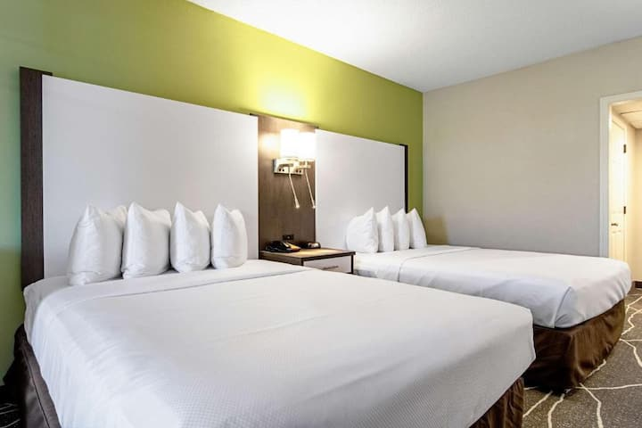 Attractive Double Two Double Beds Non Smoking At Sevierville