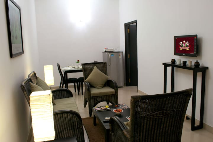 Luxury 1 BR Studio Serviced Apartments on M G Road