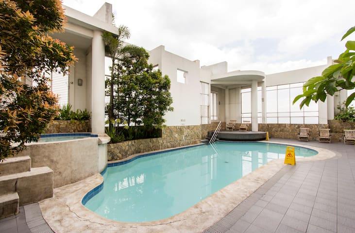 Hotel Condo/Studio - Metro Manila w. Swimming Pool - Mandaluyong