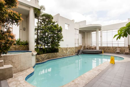 Hotel Condo/Studio - Metro Manila w. Swimming Pool - Mandaluyong - Kondominium