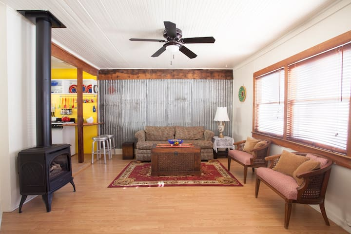 Cozy Historic Bisbee Vacation Cottage*Book Ahead!