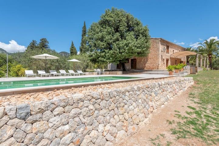 Villa isolata con piscina, Wi-Fi, aria condizionata e terrazza; parcheggio disponibile