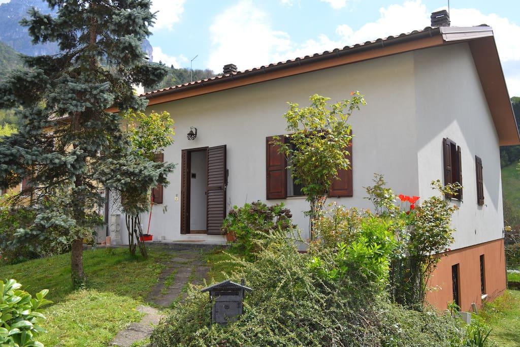 Intera casa con giardino case in affitto a moggio di - Case con giardino in affitto ...