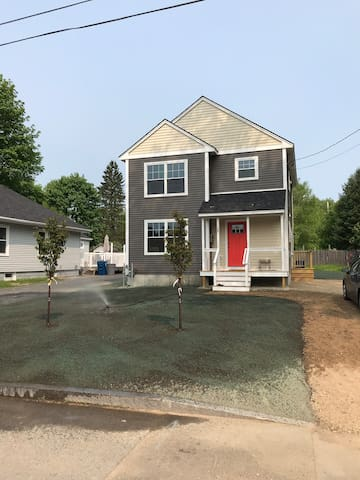 City life, country charm: New 3 BR near breweries