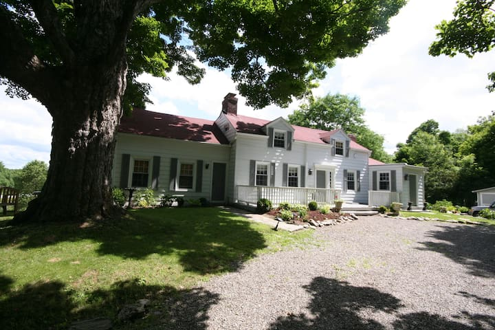 Family Farmhouse near Millbrook Village, NY - Clinton Corners - Casa