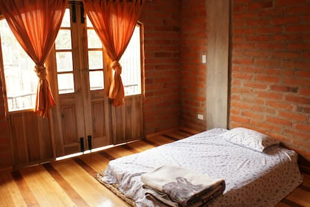 Bright friendly room in central Otavalo - Otavalo - Dom