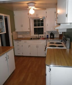 Cozy 2br+ in Wheat Ridge.  Near Sloans, Highlands - Wheat Ridge - House
