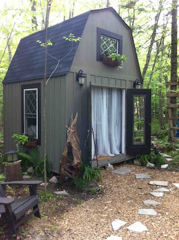 Little Rustic Bunkie In The Woods {Glamping}