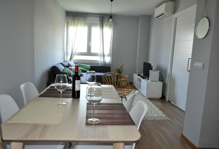 Modern and nearby city centre *Wifi/Parking* - Madrid - Apartment