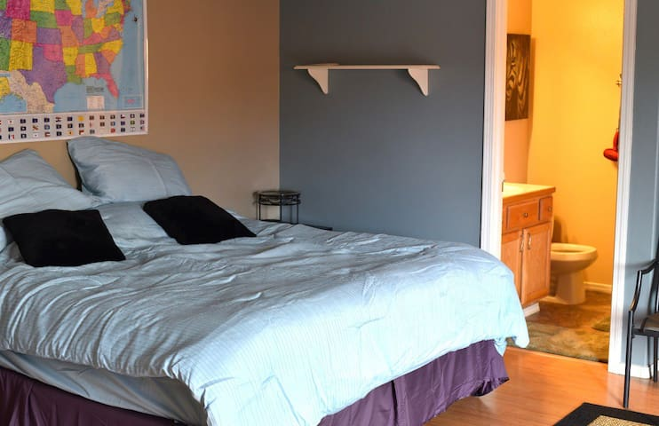 Large private room ( midtown)