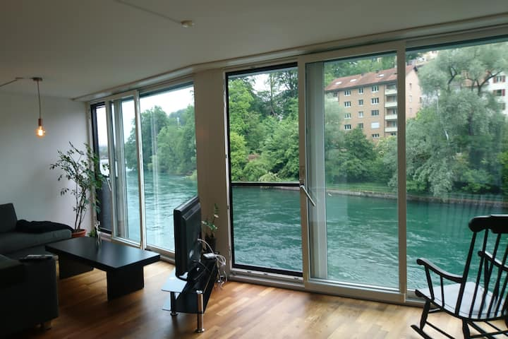 Cosy Apartment on the Riverbank