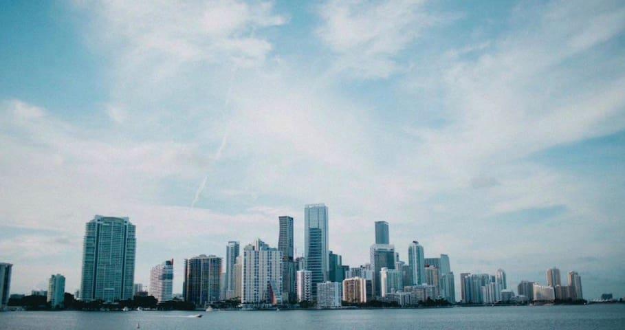 Miami Beach Escape on Strip +Breakfast
