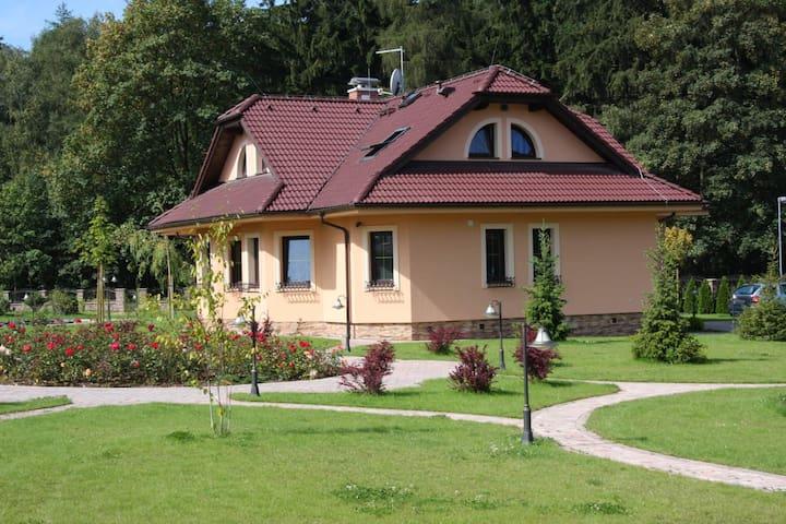 Сказка в пригороде Карловых Вар - Nová Role - 獨棟
