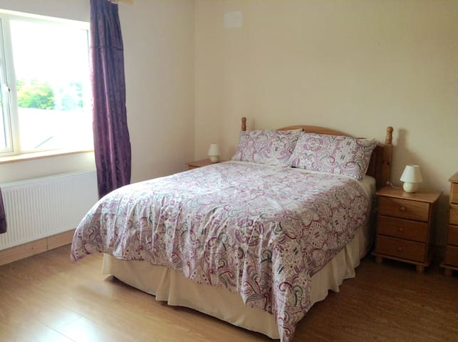 Quiet , peaceful and comfortable home in Kinvara - Kinvarra - House