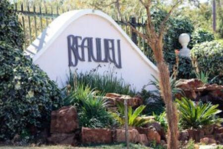 Very safe, private cottage in equestrian estate - Midrand - Bed & Breakfast
