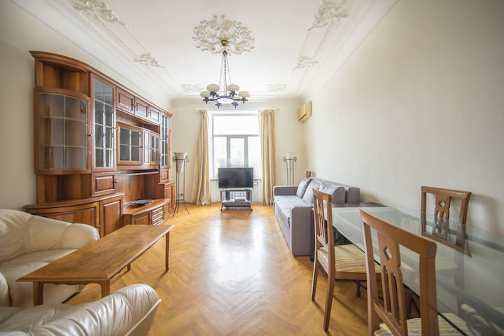 Kreschatyk Penthouse Apartment with View! ID 926