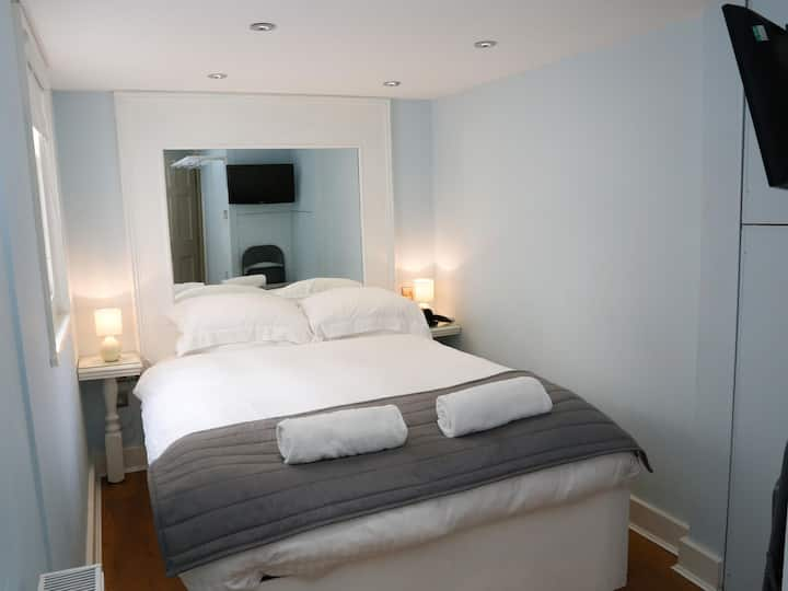 Double Room 1 at Churchill Guest House