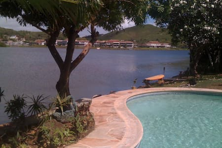 Master Bedroom in Home on Enchanted Lake - Kailua - Apartment
