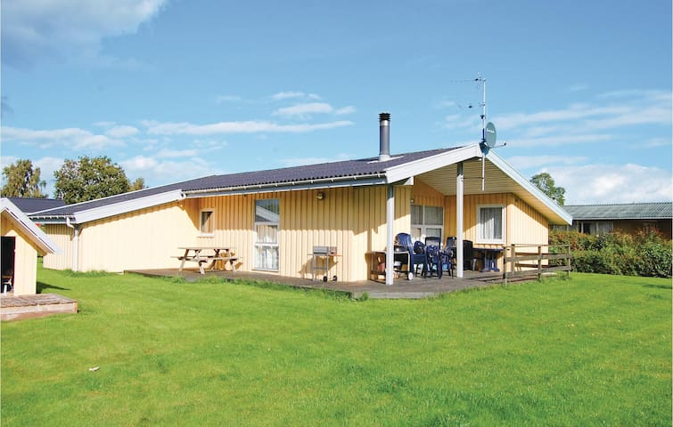Holiday cottage with 4 bedrooms on 71m² in Odder