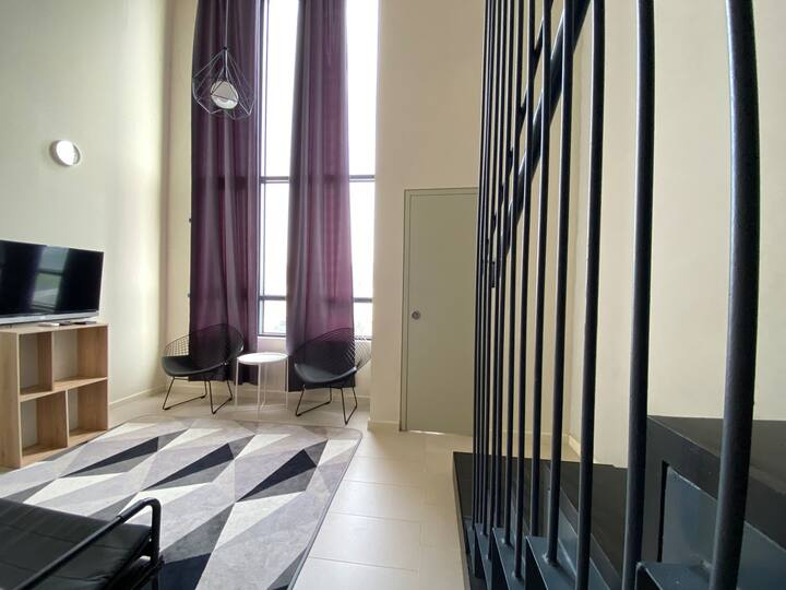 Roomy Duplex City View | Netflix | Tamarind SQ