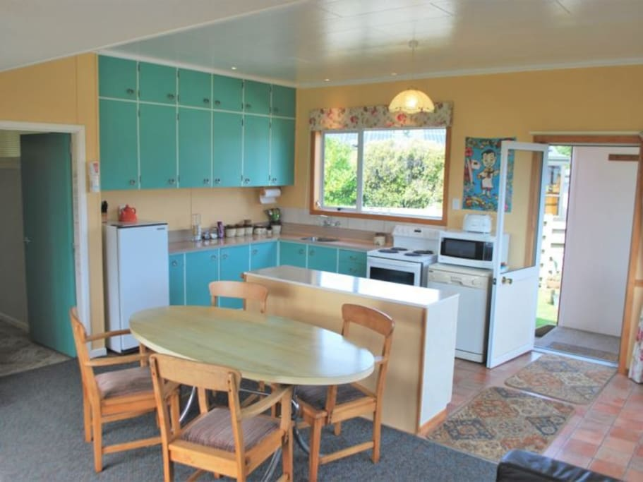 Fully equipped kitchen with retro feel