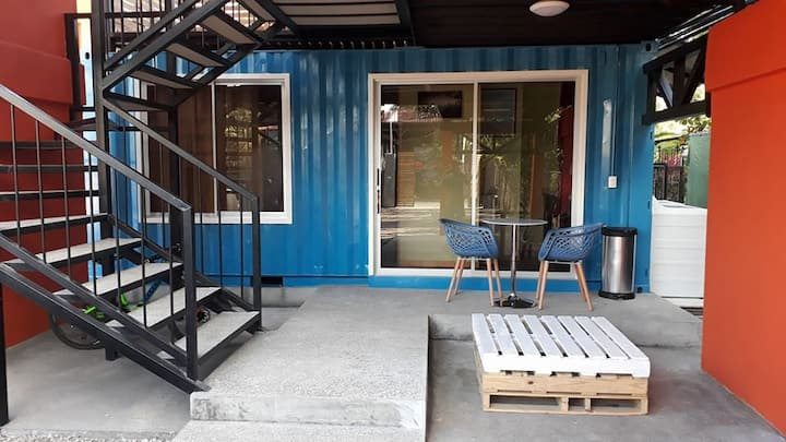 Shipping containers beach apt: Wander Americas