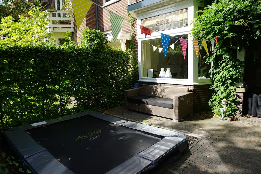 Frontyard with parkinglot (car and bikes), trampoline and couch on the south