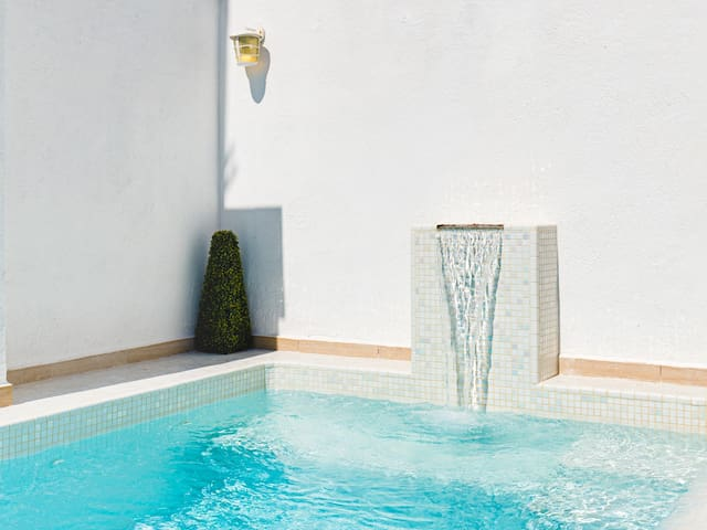 Sitges Centre Mediterranean House- 5 Bed/4 Bath/Private Pool- Sleeps up to 11