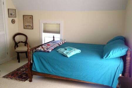 Upstairs bedroom in a happy home - Vicksburg - Dům