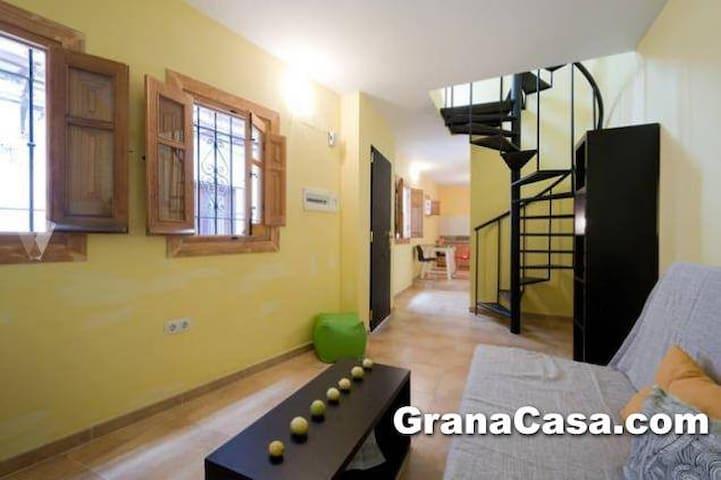 ADOSADO EN CALLE ELVIRA - Granada - House